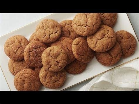 Enriched bleached flour (wheat flour, niacin, iron, thiamin mononitrate, riboflavin, folic acid), maltitol, leavening (baking soda, calcium phosphate, sodium aluminum phosphate), contains 2% or less of: Gingerbread meets snickerdoodle in these richly spiced holiday cookies. Pillsbury™ sugar cookie ...