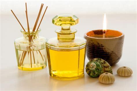 come fare gli oli essenziali in casa cosa sono e a cosa servono gli oli essenziali tuttogreen