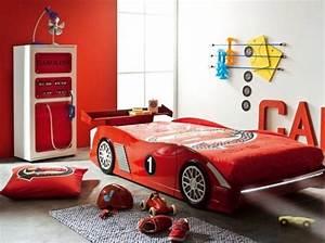 Lit Voiture Garcon : chambre garcon lit voiture chambre enfants kids room pinterest deco chambre garcon deco ~ Teatrodelosmanantiales.com Idées de Décoration