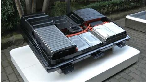 nissan leaf batteries  outlast car    years
