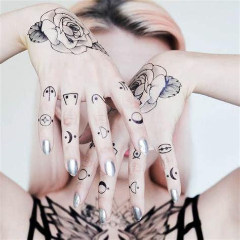 1001+idées Pour Un Tatouage Doigt Du Style Minimaliste