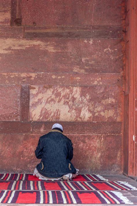 people praying   jama masjid mosque delhi editorial