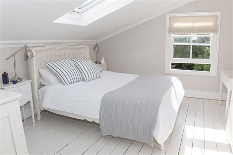 How To Organize Bedroom by How To Organize Your Small Bedroom