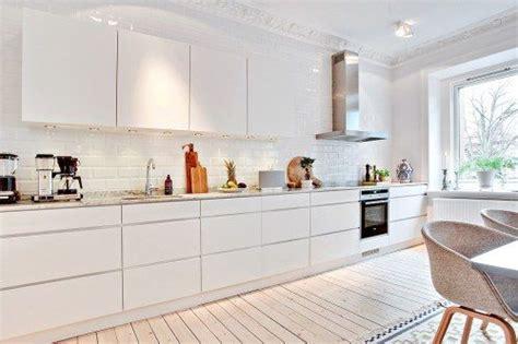 kitchen can lights un espacioso apartamento en g 246 teborg the front the o 3309