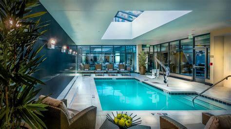 Indoor Pool : Hotel Near Johns Hopkins Hospital