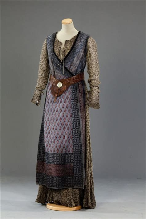 lovely Is this really Norse Garb? Hope so... Perhaps ...