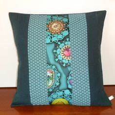 Coussin Boheme Chic : housse de coussin boh me chic en lin et tissu d 39 ameublement bleu canard et turquoise salon ~ Melissatoandfro.com Idées de Décoration