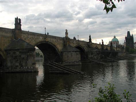 Karlův most zažil popravy i slavnosti | Radio Prague ...
