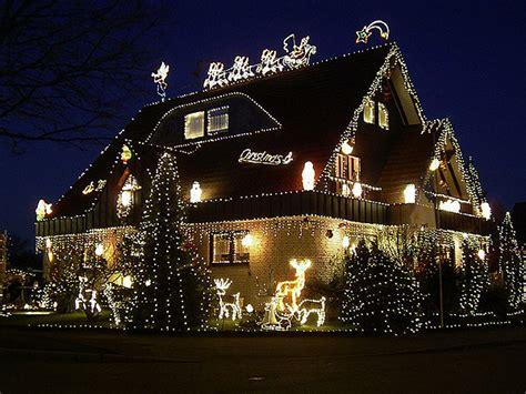 haus beleuchtet weihnachten weihnachtschmuck was habt ihr alles vorbereitet allmystery