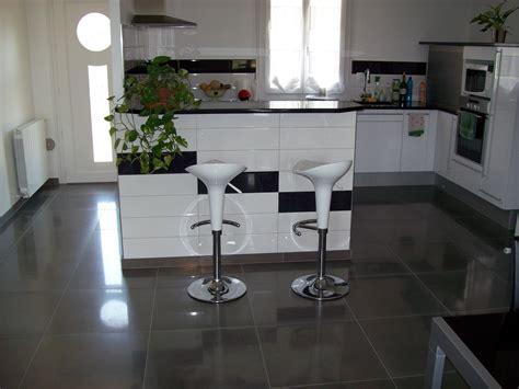 beautiful cuisine carrelage sol noir photos seiunkel us