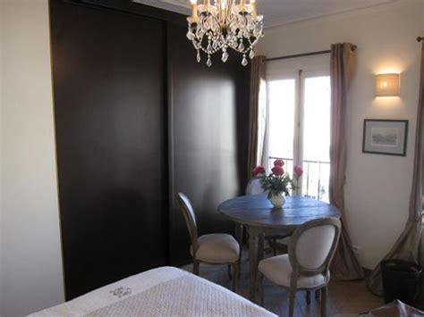 studio apartment  rent   eiffel tower paris perfect