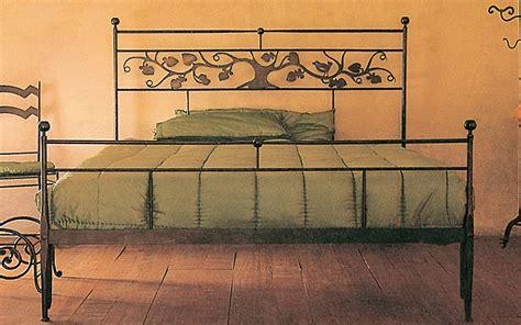letto baldacchino ferro battuto letto in ferro con decoro in lamiera letti in ferro