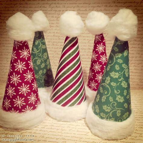 quick  easy diy paper santa hats  cottonballs
