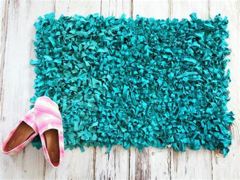 rag rug diy craft an inexpensive rug using t shirts how tos diy