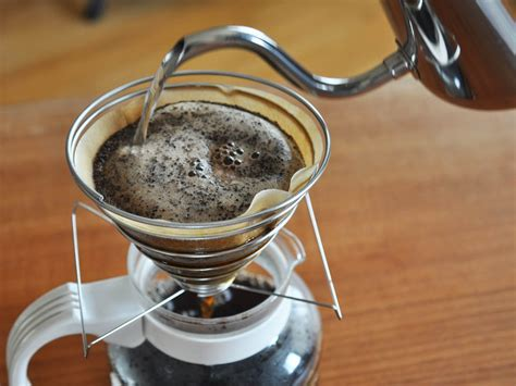 I'm gonna show you how to make pour over coffee, using this chemex. Coffee Science: How to Make the Best Pourover Coffee at Home   Serious Eats