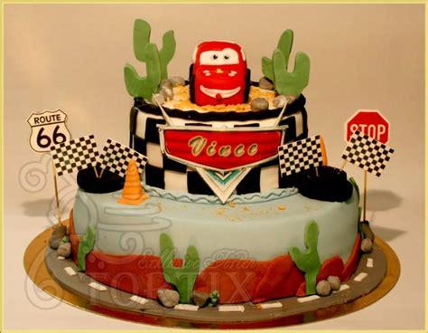 kuchen mit tortix auto torte 2 stöckig
