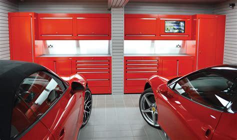 Can you name all the ferrari models in this dream garage. Ferrari enthusiast gets beautiful Ferrari themed Garage