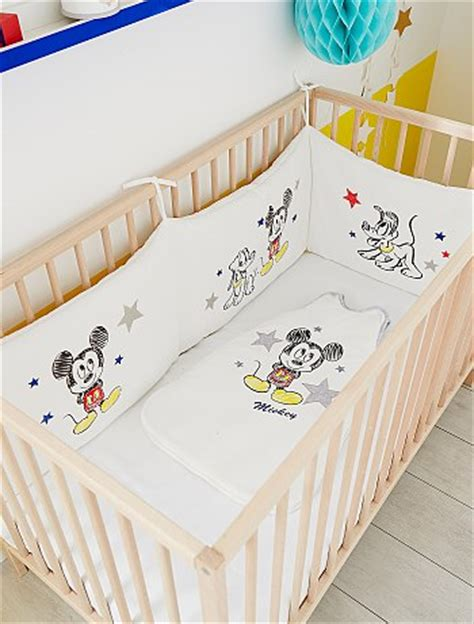 chambre bebe kiabi tour de lit velours 39 mickey 39 bébé garçon mickey kiabi