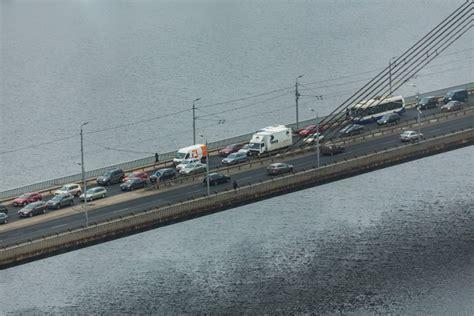 Uz Vanšu tilta izveidojies pamatīgs sastrēgums - Satiksme ...