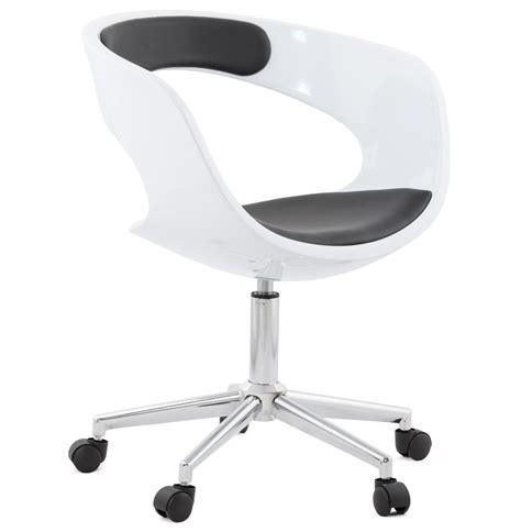 chaise de bureau blanche design chaise de bureau design strato blanche et sur roulettes