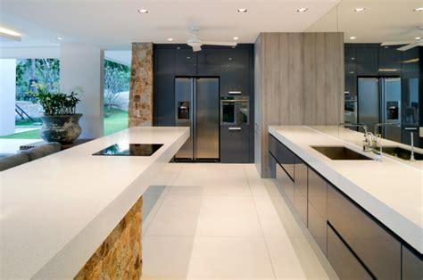 modern kitchen flooring ideas cocinas minimalistas 24 dise 241 os de interiores 7706
