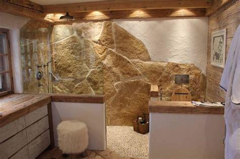 bad landhausstil 2 rustikales badezimmer mit naturstein und altholz bad altholz natursteine und