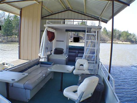 Boat With Bed And Bathroom by The Gallery For Gt Pontoon Boats With Bathroom