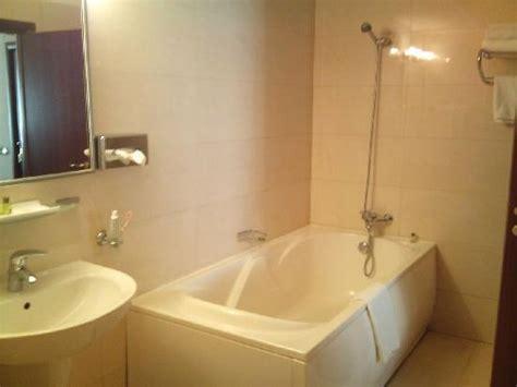 tr 232 s salle de bain picture of hotel dumbrava bacau tripadvisor