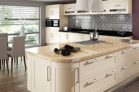 shaker cabinets kitchen 36 best gloss kitchens images on 2168