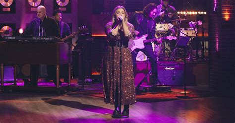 Kelly Clarkson's latest 'Kellyoke' is the New Radicals ...