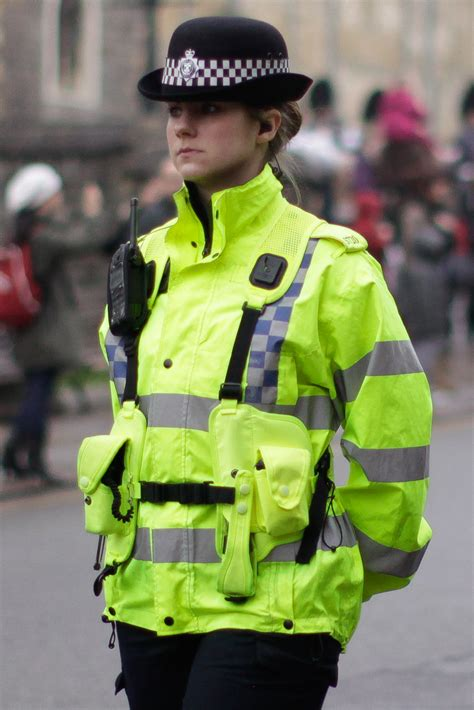 File Policewoman In The UK Wikimedia Commons