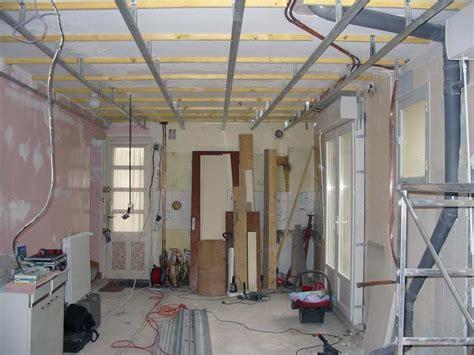 rails mis en place pour le faux plafond photo de le chantier 224 part