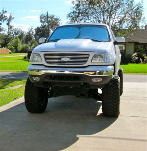 sell   ford    lariat  fwd svt