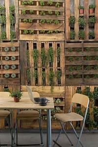 Vertikaler Garten Selber Bauen : vertikaler garten aus holzpaletten mit sukkulenten ~ Lizthompson.info Haus und Dekorationen