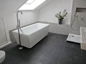 fliesen grau bodenfliesen bad badezimmer rustikal und schwarz