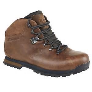 womens boots vs mens berghaus hillwalker ii gtx walking boots for in chocolate