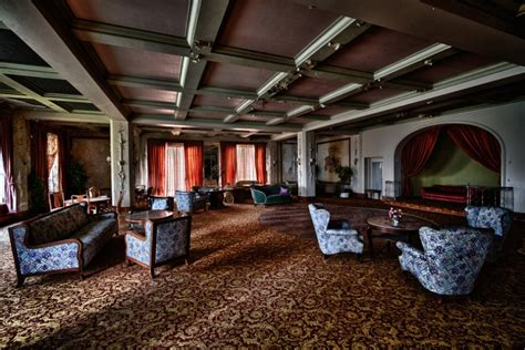 19 Eerie Photos Of The World s Grandest Abandoned Hotels