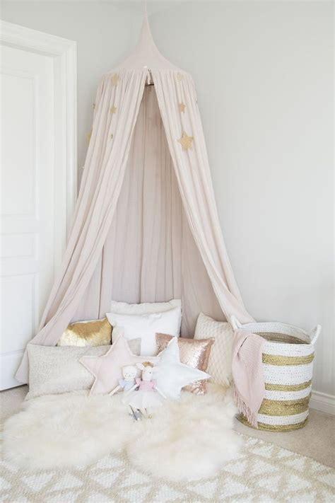 Kinderzimmer Mädchen Betthimmel by Traumhafte Kuschelecke Mit Betthimmel Und Kissen