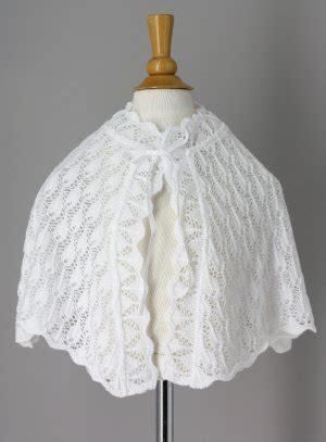 cape crochet blanche pour bapteme bebe ou communion fille