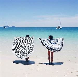 Serviette De Plage Ronde Eponge : tendance serviette de plage ronde leryam ~ Teatrodelosmanantiales.com Idées de Décoration