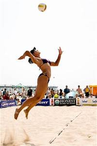 Different kinds of serve when playing beach volleyball ...