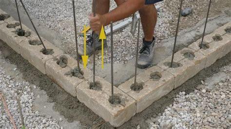 mauer bauen fundament gartenmauer selber bauen das errichten einer betonsteinmauer galaball garten gartenmauer