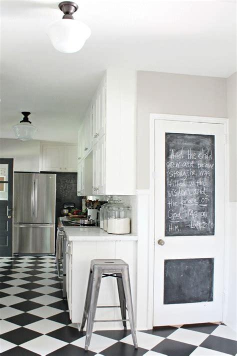 tableau noir cuisine cuisine moderne blanche et tableau noir