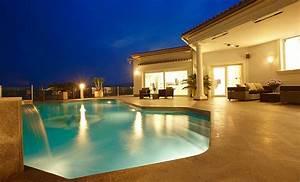 infos sur villa de luxe arts et voyages With charming transat de piscine design 10 villa en france arts et voyages