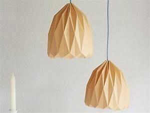 Origami Lampe Anleitung : diy anleitung origami lampenschirm zum aufh ngen falten via diy wohnen living ~ Watch28wear.com Haus und Dekorationen