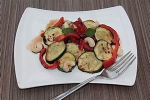 Salat Mit Zucchini : gebratener zucchini paprika salat mit cashewkernen rezept ~ Lizthompson.info Haus und Dekorationen