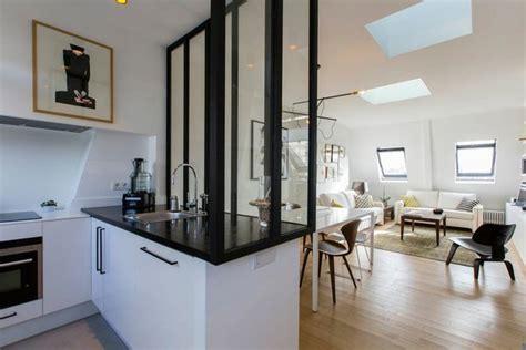 faire une cuisine en 3d la verrière en bois peint en noir délimite l espace et