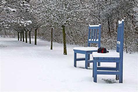 Stuehle Im Schnee st 252 hle im schnee foto bild jahreszeiten winter natur