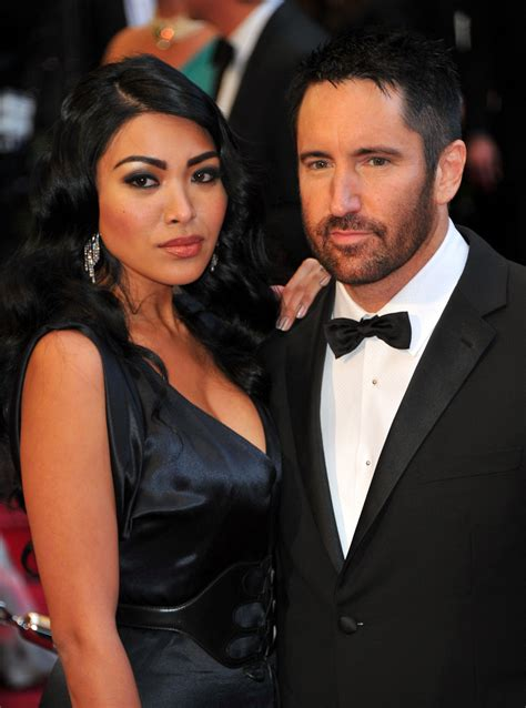 trent reznor invites wife  stage    destroy