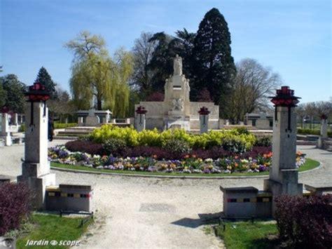 le bureau vierzon monuments aux morts pacifistes vierzon un jardin